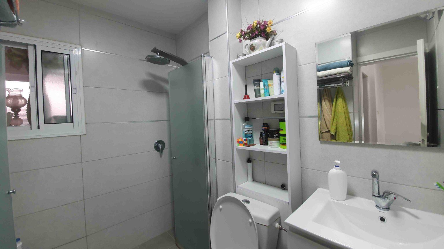 עומר 5 חדרים - מקלחת