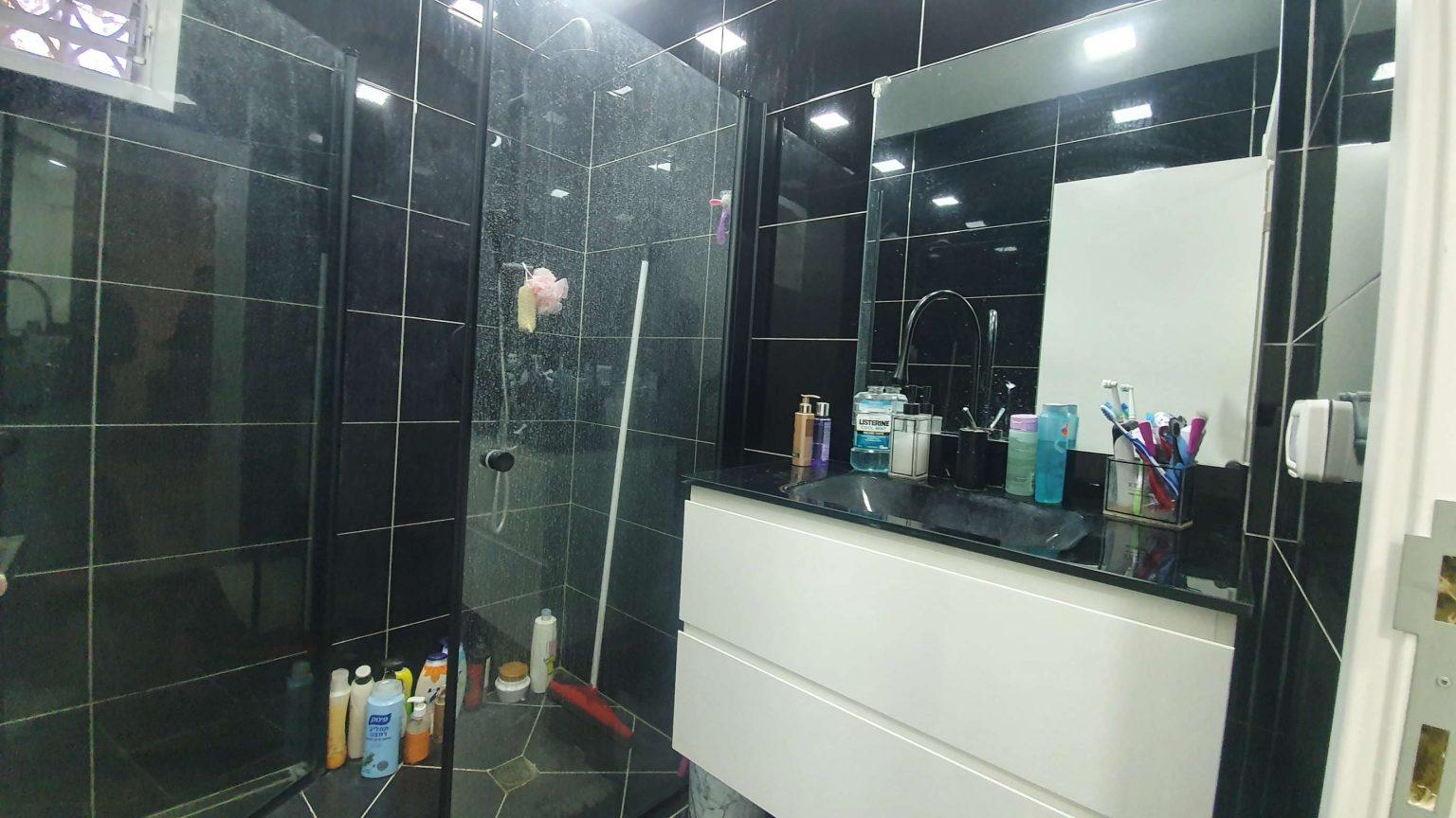 הגליל - מקלחת